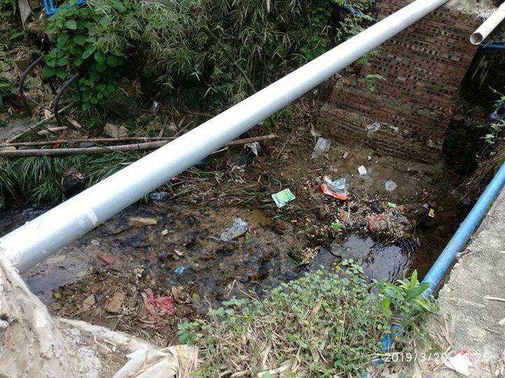 河道垃圾未清理.jpg